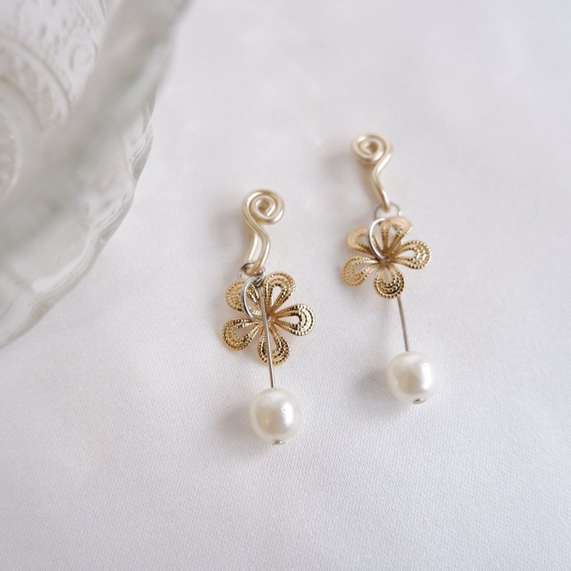 champagne golden flower comfortable ear clip
