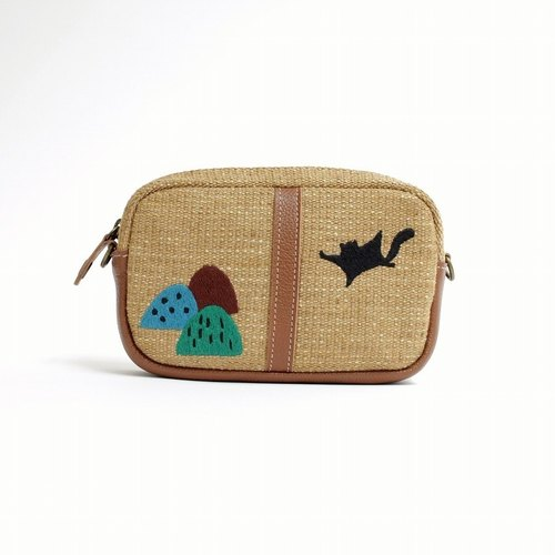 Embroidery embroidery and shoulder pouch