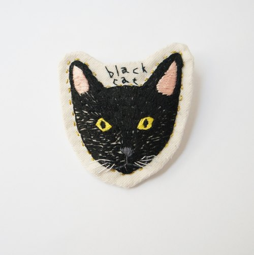 Black cat embroidery brooch
