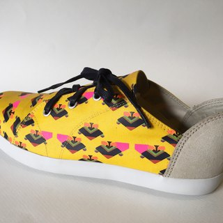 ETaen Print Series collection: #TRIANGLEHAWK in #semiloafesneakers