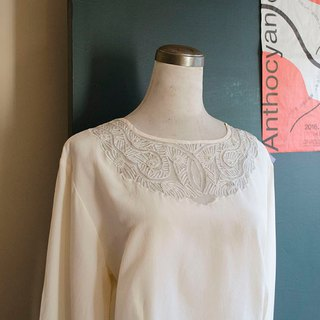 European geometric pattern through the pearl ivory white hand-embroidered pure silk top | vintage Wan Hao vintage