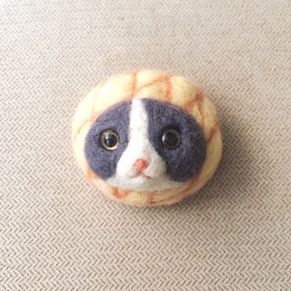 Bread Meowble - PineApollo cat face brooch