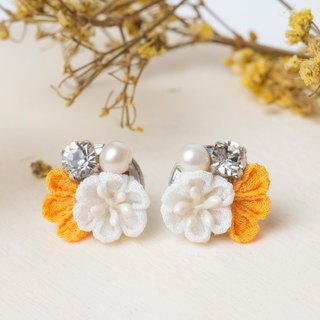 [Little Bell] つまみ Fine Work / Freshwater Pearl Crystal and Wind Cloth Flower Earrings (Yellow)
