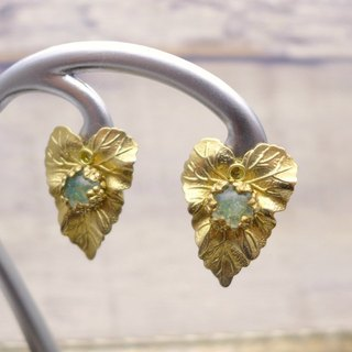 Ivy leaf motif, Brass and glass earrings, Green, Vintage, Antique