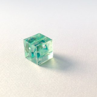 <Orders production> fresh green cube earrings (for one ear)