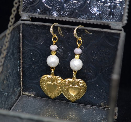 Retro Love Corrugated Pearl Cylindrical Earrings