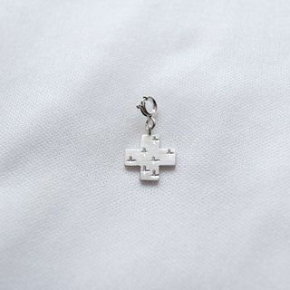 Ni.kou sterling silver cross pendant
