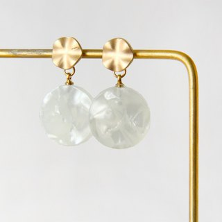 Fog gold mica pattern - cloud white pendant earrings earrings (pair) [can change ear clip]