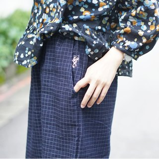 Put a cat in the pocket - dark blue cotton embroidered cowboy loose straight skirt