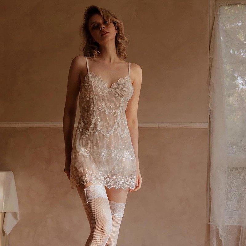 妖精的白色夏季內衣女性性感