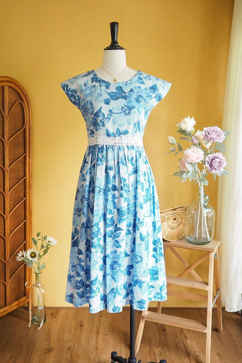 古著洋裝 | Size M Blue floral dress with lace detail