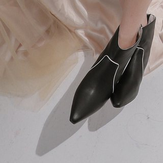 Line trim the shape of the retro tapered leather small heel black