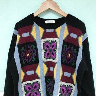 Sweater / Black Embroidery Sweater