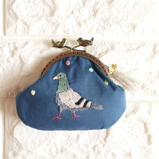 Embroidery mouthpiece pigeons blue