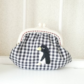 Embroidery garnished gingham check penguin