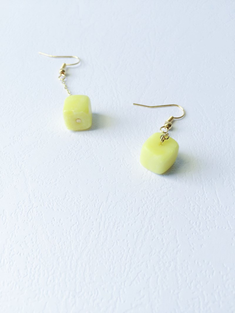Cube Clay Hook Earrings - Jelly Yellow