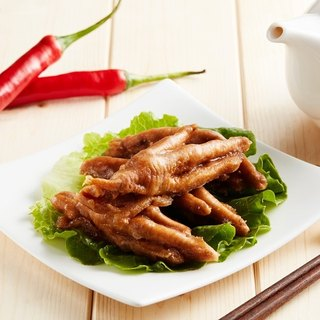 Spicy chicken feet frozen (small package 200g / box)