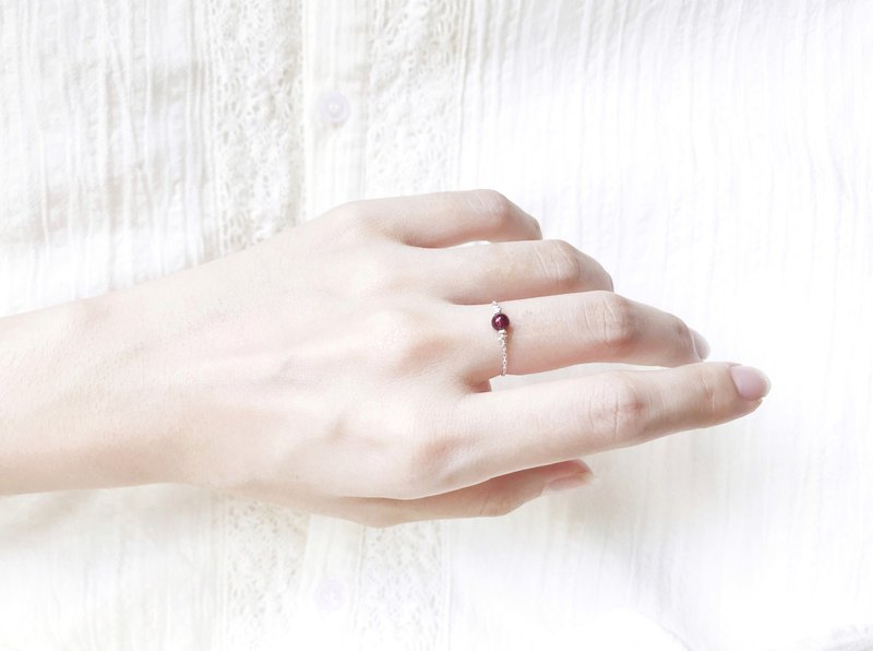 :: Shimmering Light Chain Ring :: Garnet (Crimson) Cutting Zero-tone Sterling Silver Chain