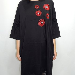- Chicken Mother Dock - Simple Red Fire Embroidered Dress