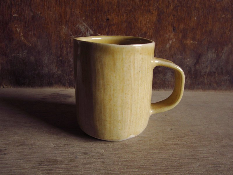 Mango yellow hand pinch thin mug