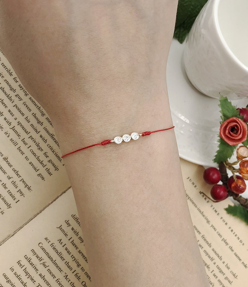 *Le Bonheur Line happiness line*Super small three-diamonds in Sterling Silver single diamond round diamond / three wishes red bracelet exquisite ultra-small shiny marriage month old redline