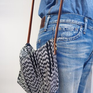 Handwoven Side Bag (Black & White)
