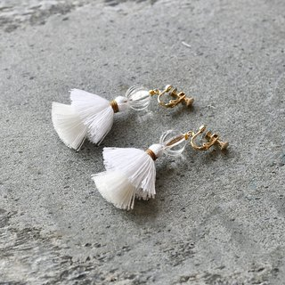 イヤリング/Double tassel earrings /Hydrangea white