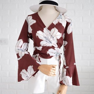 Power flower bellsleeve top