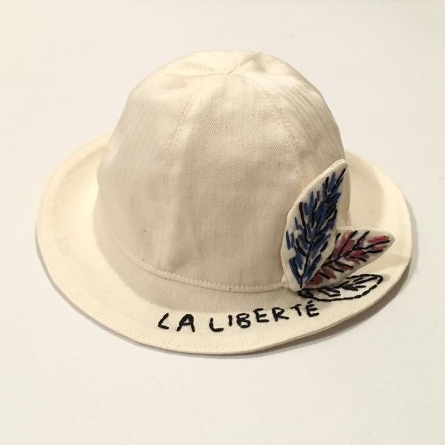 Leaf of the baby chapeau embroidery