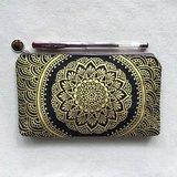 手繪化妝包 收納袋 筆袋 收納包 鉛筆袋 零錢包 拉鍊 筆盒 錢包 手機袋 金 黑色 手繪包 Henna Mandala 設計 彩繪 漢娜 蔓蒂 曼陀羅 禪繞 民族 印度彩繪 帆布