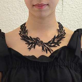 Openwork vein embroidery necklace