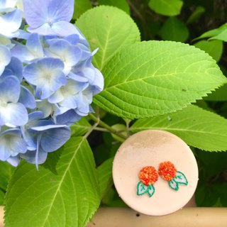 Hand-made embroidery / / Hydrangea skin pierced earrings / orange / / can be clipped