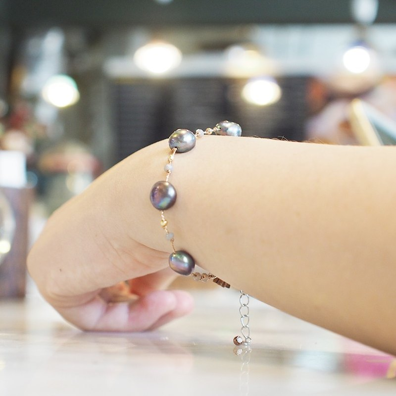 a lucky black pearl bracelet from Niyome craft.