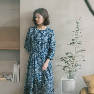 Marine whales open seven-sleeve dress
