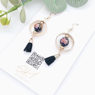 [Can be turned ear clip] Japanese entrance painted beads with circle and leather tassel earrings