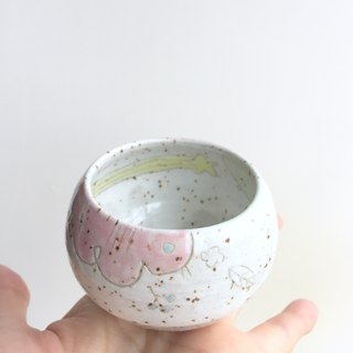 White makeup soil powder leads Polaris plum wine glass to the pottery cup