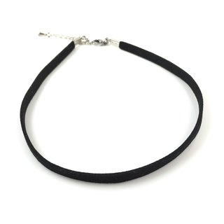 Basic black necklace