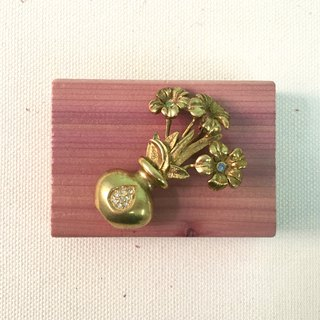 Accessory / Flower Vase Brooch