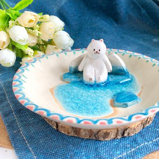 Polar bear -Handmake Ceramic and glass Jewellery plate