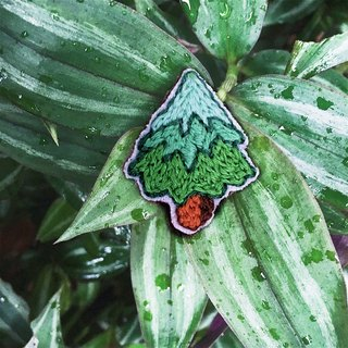 Little tree embroidery brooch