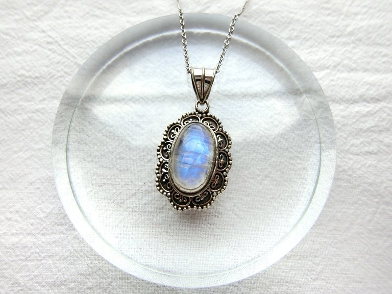Moonstone 925 sterling silver vintage lace necklace Nepal handmade  silverware - Designer happy sheep jewelry | Pinkoi