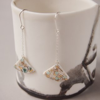 Porcelain ginkgo shaped pierced earrings1- feeling