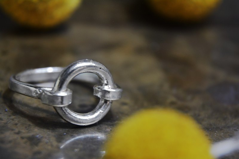 Round buckle sterling silver ring