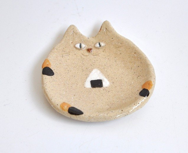 Small plate of rice ball cat