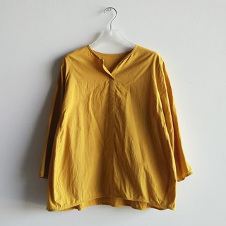 Small V-neck eight-point sleeved shirt washed cotton mustard