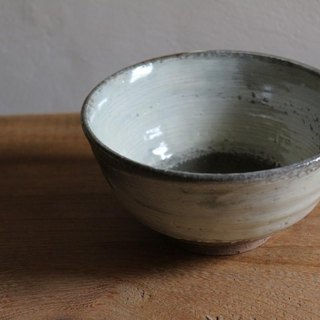 Plenty dusting tea bowl