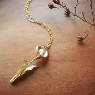*Coucoubird*Gold Calla Lily Necklace