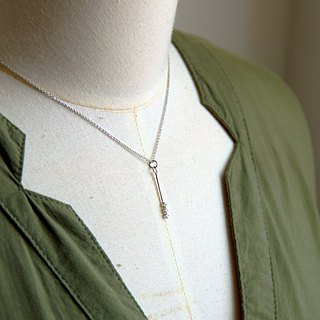 Small Drill Arrow Shaped Necklace [Silver Clavicle Chain]