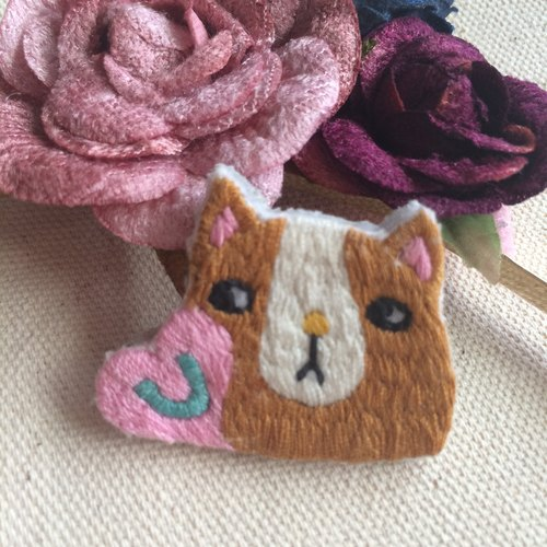 C'est trop Mignon \\ * handmade embroidery smelly cat face pin embroidery love you
