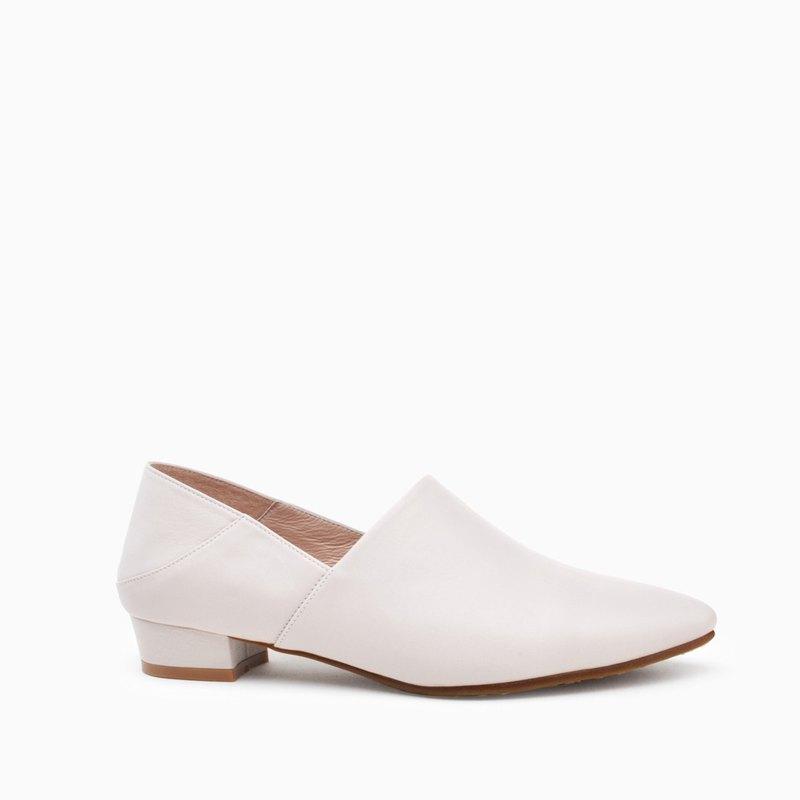 8B95 米灰 典雅手工尖頭鞋